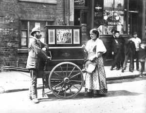 barrel-organ-c1900s-london-metropolitan-archives